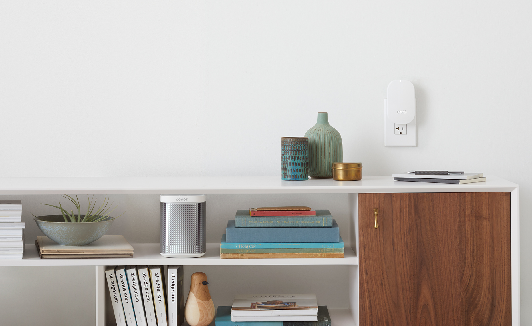 Eero-Shelf_Hero-R2